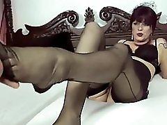 Sexi german milf giving Footjob