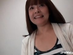 Mature asian woman gets naked to show her sweet body to
