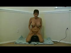 Big titted mature amateur cums on the sybian