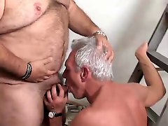 Toilet playing with a mature daddy & a bear by neurosiss