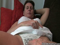 Mature Mom&#039 S Hairy Pussy Gets The Finger Fuck Treatment