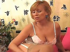 Horny mature gets laid 1 3