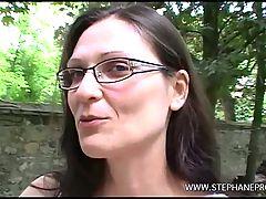 Une Cougar Baisee Dans Les Bois De Vincennes Par Un Puceau