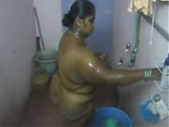 Desi south indian aunty bathing