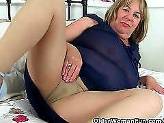 British milf Aunty Trisha soaks her nylons and fucks a dildo