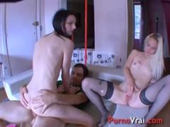 Bisexuelles Gouinent Et Baisent Sur Une Grosse Queue !! French Amateur