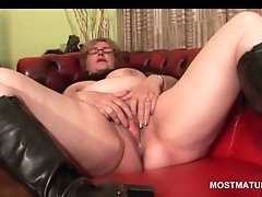 Excited Blonde Mature Using Vibrator To Reach Orgasm
